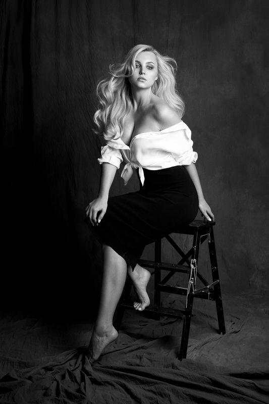 портрет, девушка, portrait, girl, eyes, beauty, low key, b&w, ч/б Аняphoto preview