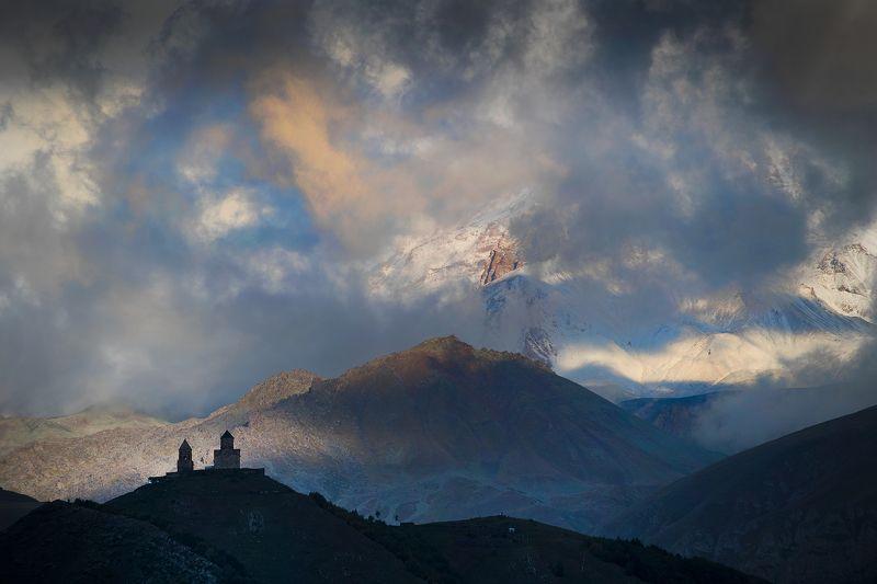 Гергетская церковь и облачный Казбекphoto preview