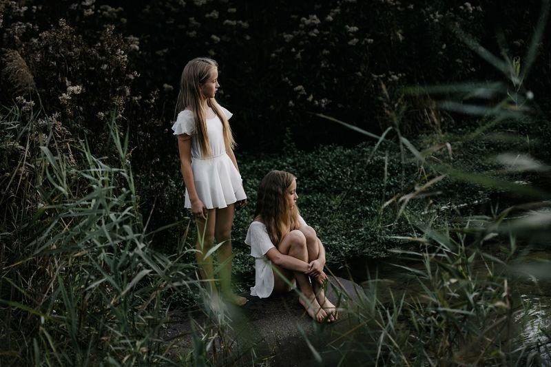 child, girls, friend, walk, sun, west Nad stawemphoto preview