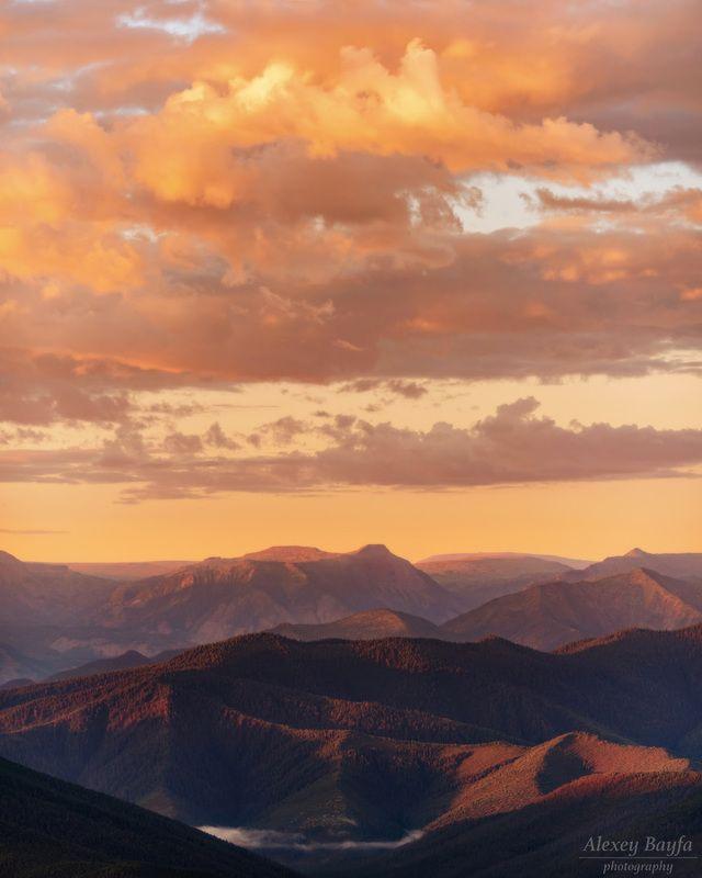 горы, пейзаж, природа, лето, рассвет, лес, облака, утро Утро в горной стране Хамар-Дабанphoto preview