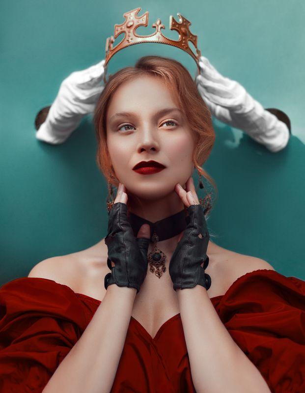 сказка, корона, красота, власть, королева, платье, руки, ретушь Коронаphoto preview