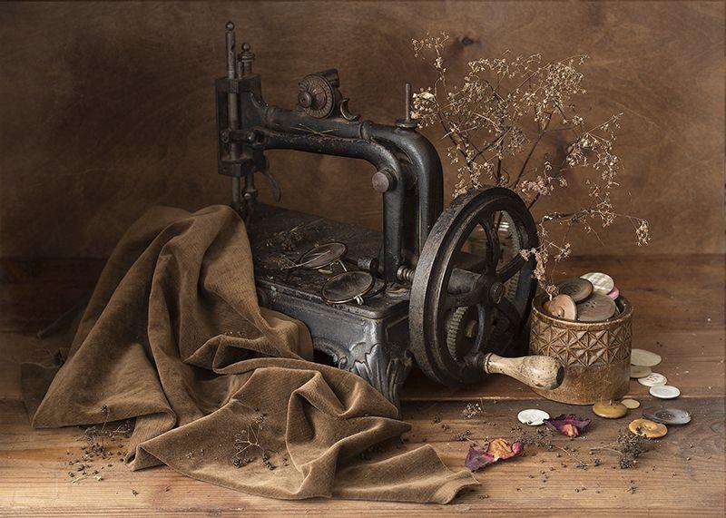 швейная машинка, пуговицы, деревянная шкатулка, бархат, веточка Машинка моей прабабушкиphoto preview