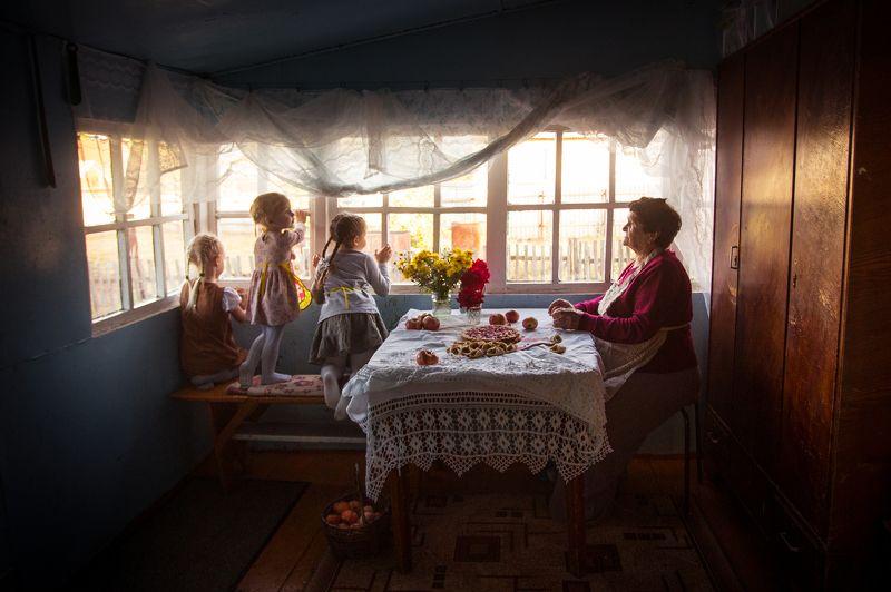 бабушка пирог внучка внуки Пирог с яблокамиphoto preview