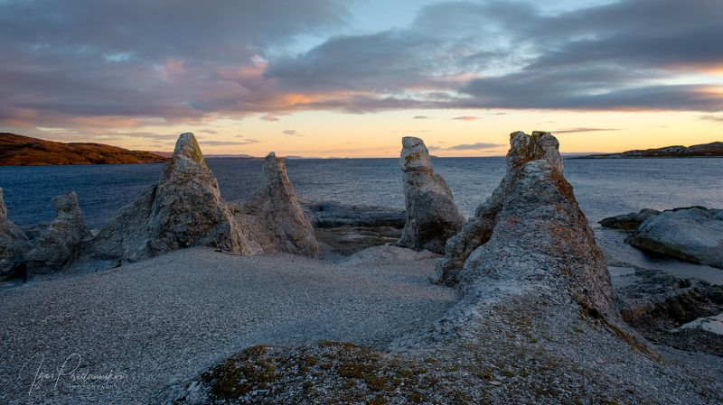 выветренные скалы, холмы троллей, тrollholmsund,norway. Встаньте.... тролли, встаньте в круг....photo preview
