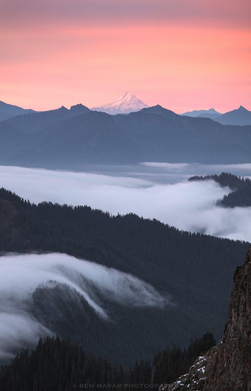 Sunrise over Cascadesphoto preview