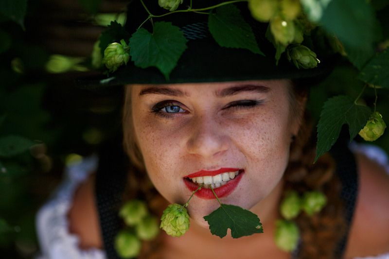 girl, hops, bavaria, tradition, national, sunflower, germany, beer, actress, theatre dans un jardin ivrephoto preview