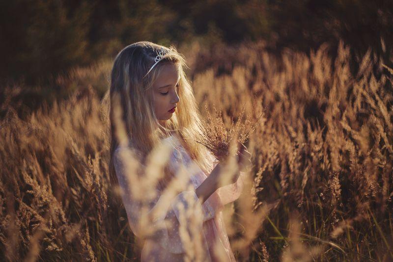 gilr, west, grass, princess, Westphoto preview