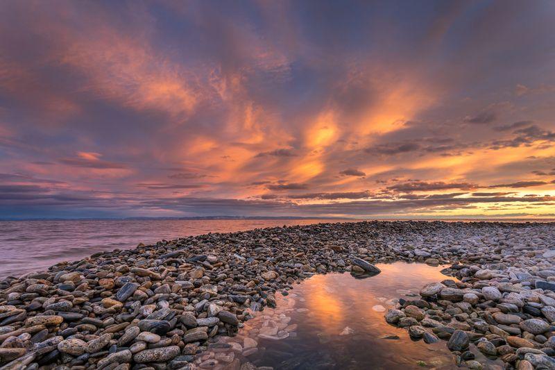 байкал, ольхон, пейзаж, закат, вода, камни, пляж, берег, отражение Закат на острове Ольхонphoto preview