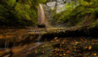 Осень у водопада