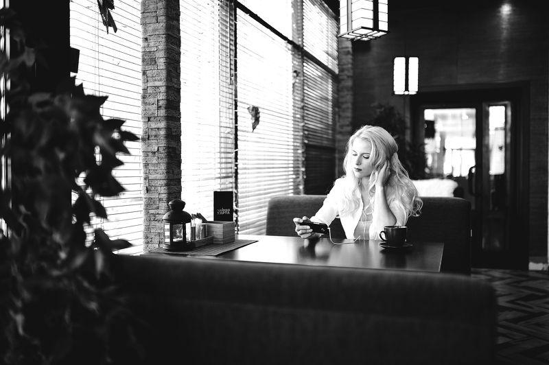 пленер, девушка в в кафе Алёнаphoto preview