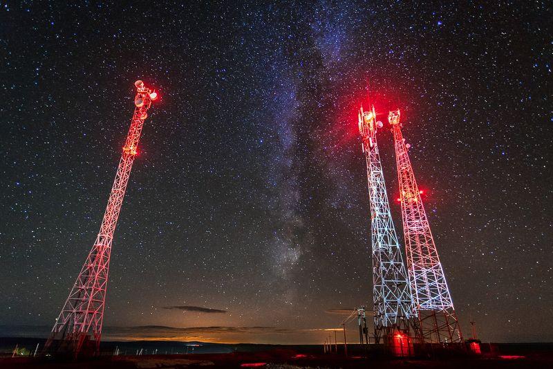 звёзды, пейзаж, антенна, вышка, млечный путь сигнал из космосаphoto preview