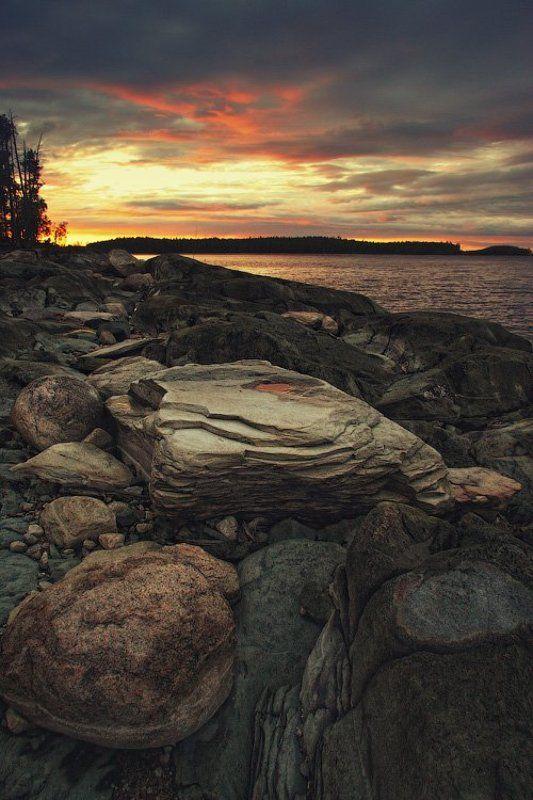 россия, карелия, пейзаж, озеро, закат, камень, берег, лес, небо, вода, dyadyavasya Закатная фотография с камнемphoto preview