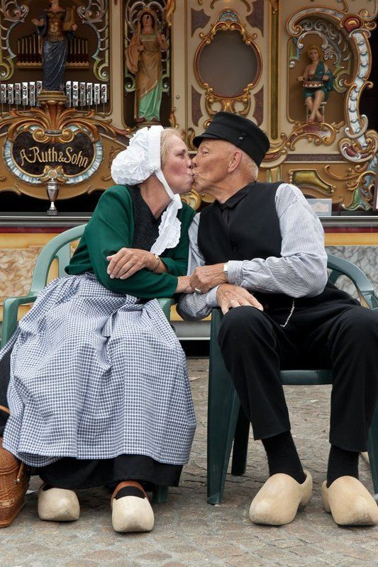 амстердам, старички, поцелуй В Амстердаме городе ...photo preview
