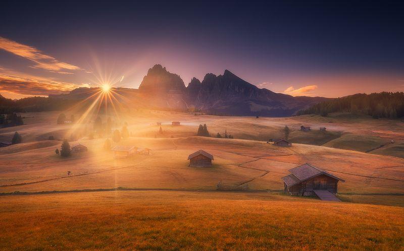 siusi dolomiti italy landscape sunrise mountains cabin clouds  alpe di siusi фото превью