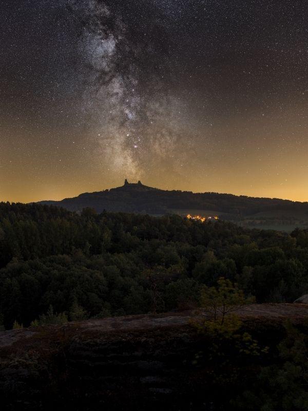 sigma, trosky, castle, milkyway, nighscape,stars Two night watchersphoto preview