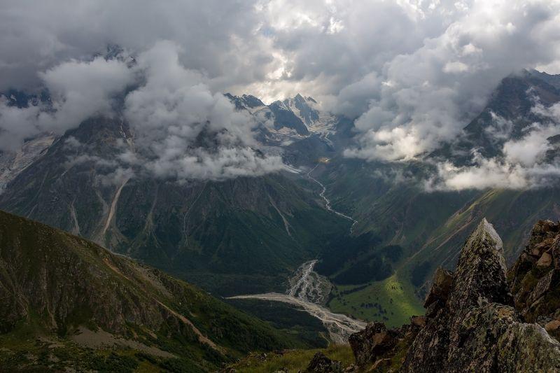 горы, облака, кавказ укрываясь в облаках...photo preview
