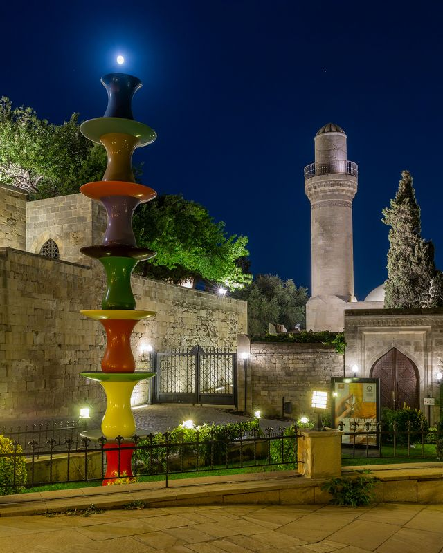 город, пейзаж, луна, старина, Баку, Азербайджан Луна над старым городомphoto preview