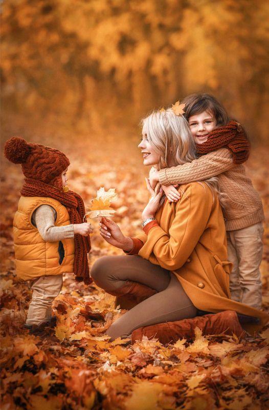 мама,дети,дочка,мама и дочь,осень,золотая осень,осенний парк,осенняя прогулка,красивая семья,кленовый парк,семейная фотосессия,октябрь,блондинка,ребенок,детство,смех,радость, Теплота осени photo preview