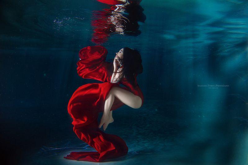 подводнаясъемка вода краснаяткань  легкостьphoto preview