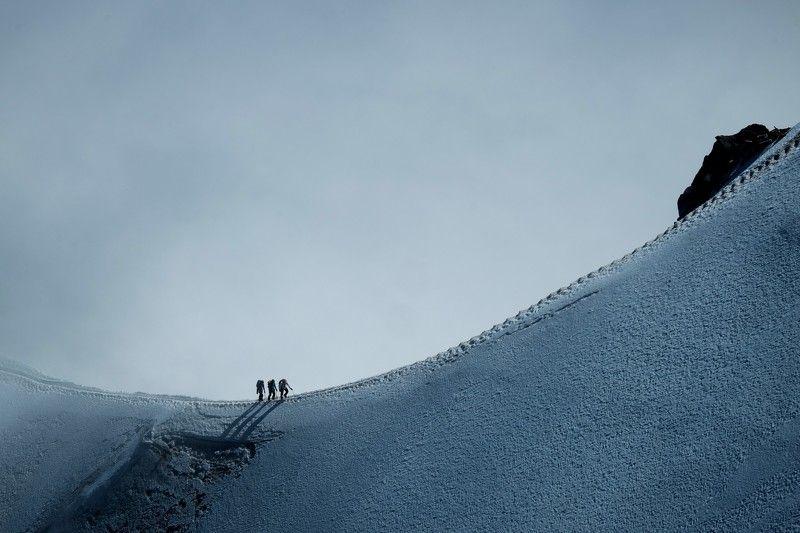 Горы, Альпы, Альпинизм, Монблан, путешествие, восхождение, mountains, mountaineering, alpinism, Alps, Mont Blanc, travel, ascend Ascending Mont Blancphoto preview