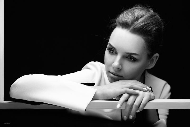 девушка, портрет, лицо, красота, молодая, блондинка, взгляд, выражение, эстетика, белый, черно-белое Викторияphoto preview