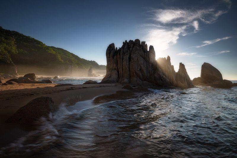 приморский край море солнце рассвет владивосток заповедник скалы В легком туманчикеphoto preview