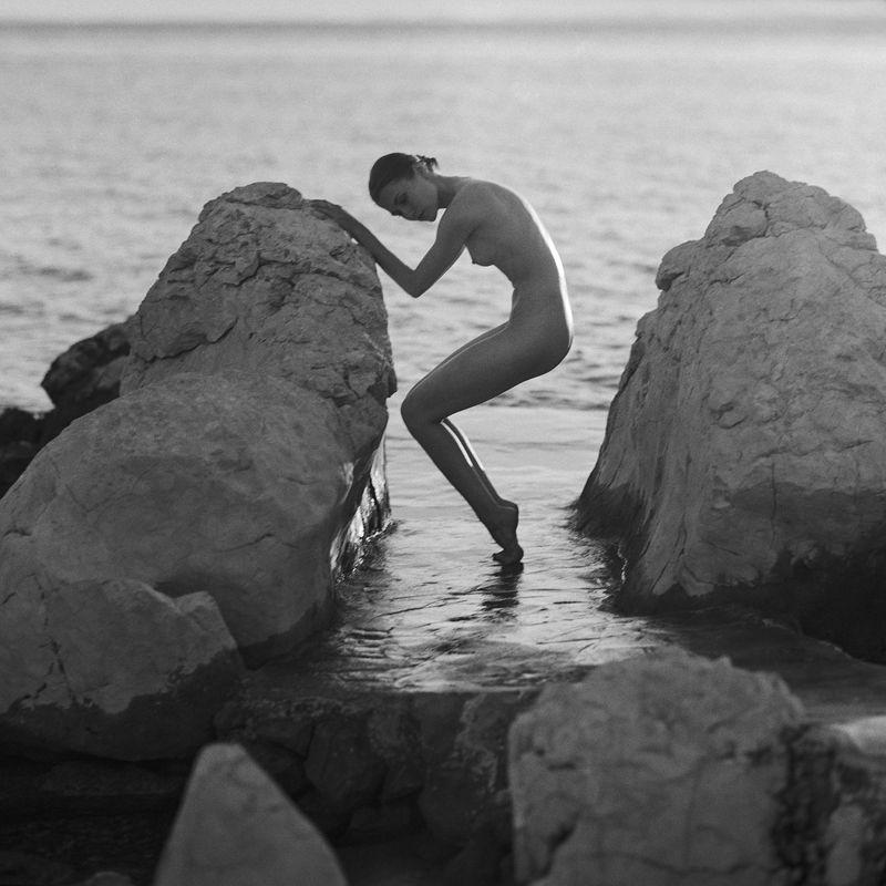 akt, nude, analog, hasselblad, ninoveron, women, bw, 6x6, sunset, sea, Yuliiaphoto preview