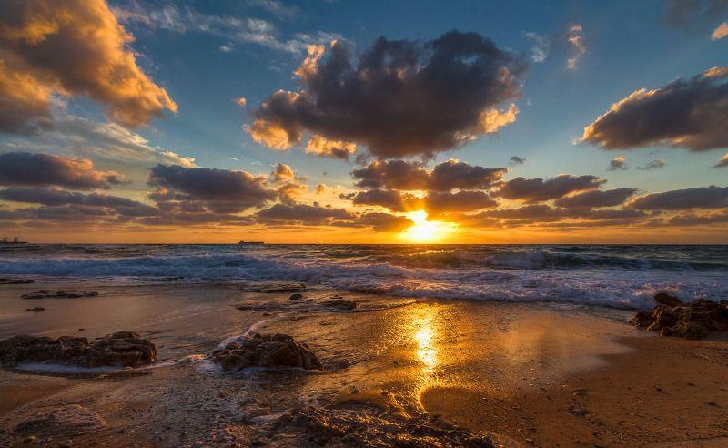 Закатом берег позолоченphoto preview