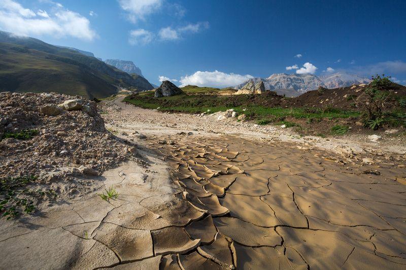 У подножья горы Шахдагphoto preview