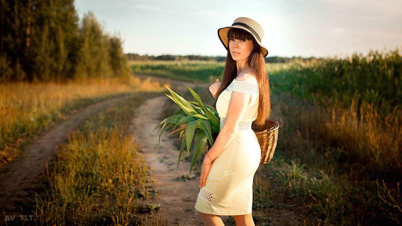 девушка, поле, в шляпе, корзинка, закат, кукуруза, лес, деревня Настяphoto preview