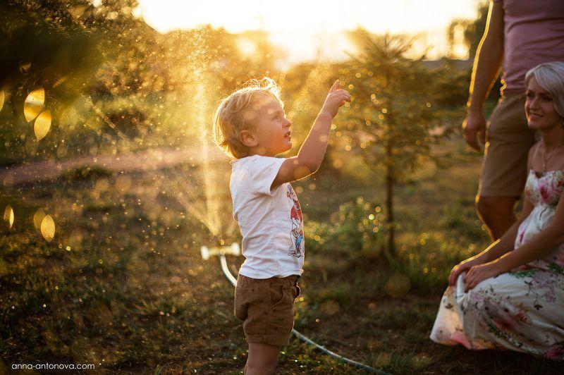 дети, ребенок, лето, закат, брызги, портрет, боке Golden Eveningphoto preview