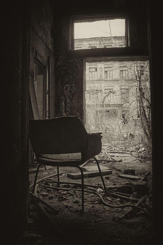 стул, разруха, апокалипсис, мрак quiet placephoto preview