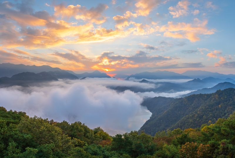 mountains, layers, lake, clouds, fog, autumn Jurassic Timephoto preview