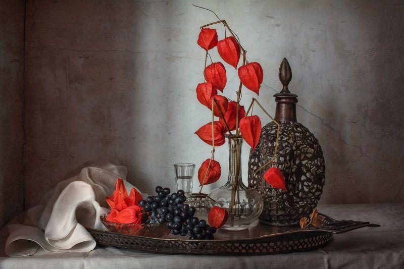 натюрморт, графин, физалис, виноград С физалисом и виноградомphoto preview