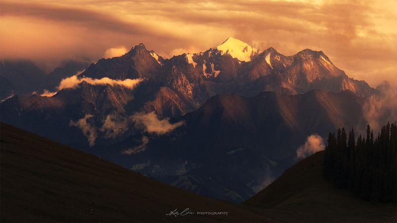 mountain, sunset, shadow, moody, landscape, China,  Over de canyonphoto preview