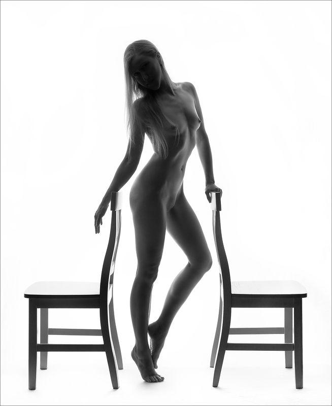 Между двумя стульями.photo preview