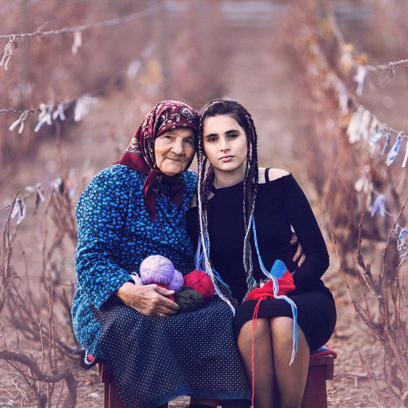 портрет, модели, бабушка, внучка, девушка Мудрость и Юностьphoto preview