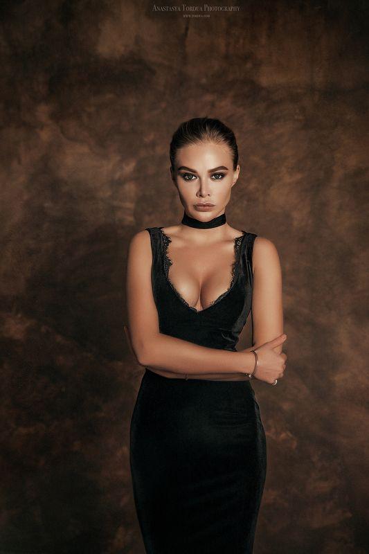 киносвет портрет черноеплатье тордуа италия Миша Калианиphoto preview