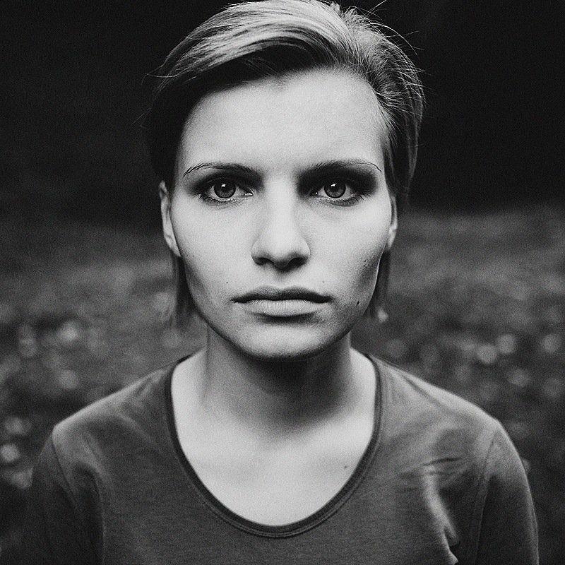 портрет,чб,девушка Портрет девушкиphoto preview