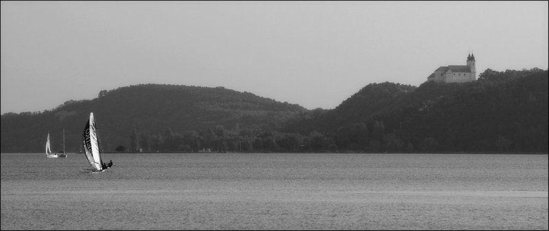 озеро, замок, яхта Удержать равновесие.photo preview