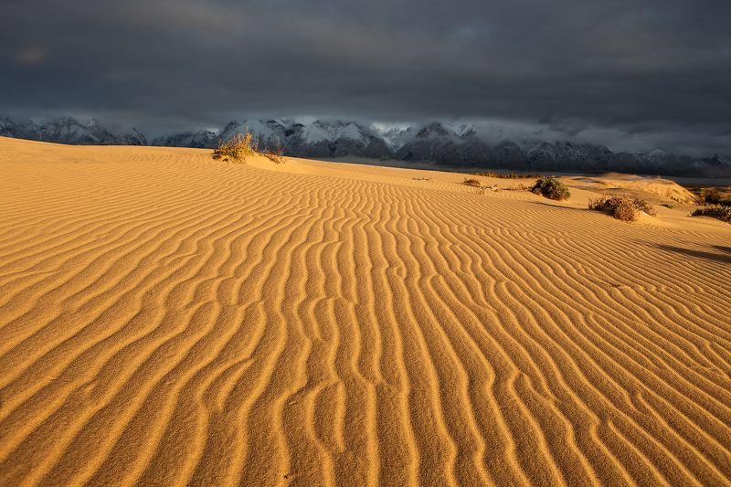 Песок и горы.photo preview