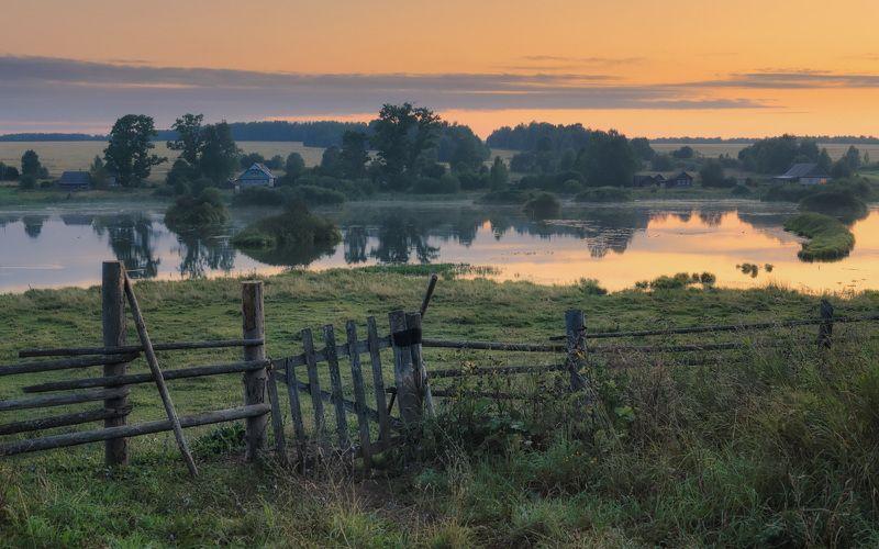 закат,деревня,река,изгородь Ворота в тишинуphoto preview