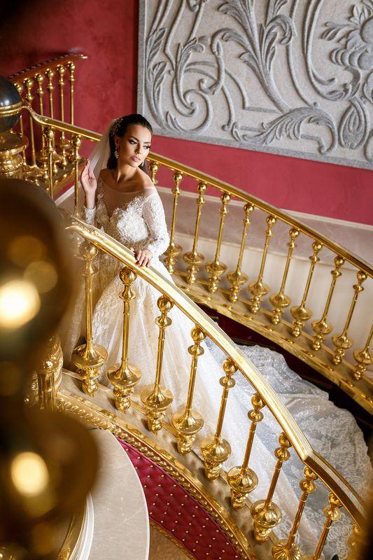 невеста, модель, портрет, ресторан, свадьба, платье, девушка На лестницеphoto preview