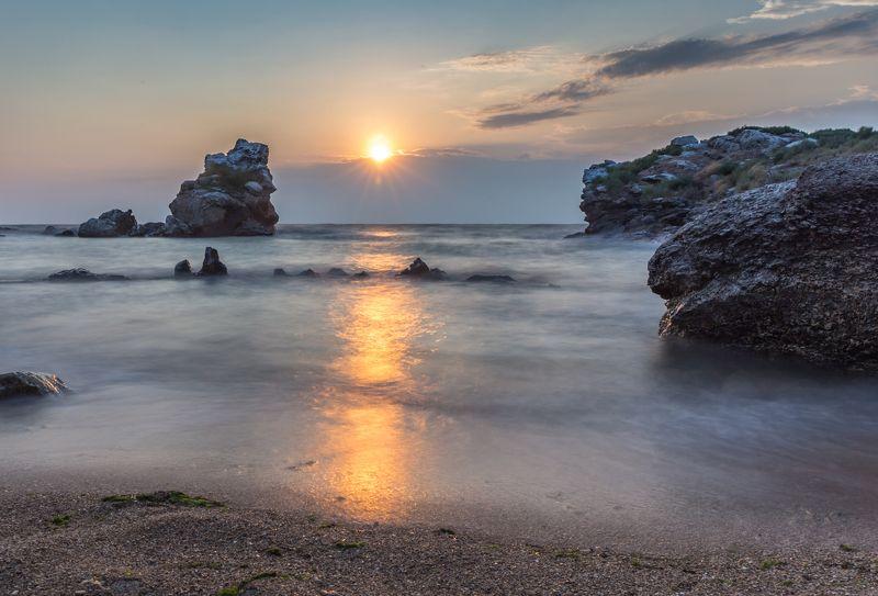 море, утро, шторм, крым У спящего драконаphoto preview