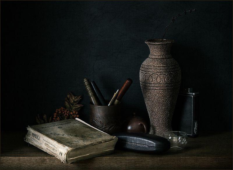 книга, очки, ваза, натюрморт ***photo preview