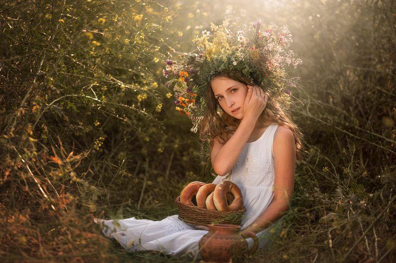 село, девушка, девушка в поле, солнце, поле, хлеб, молоко, девушка в виночке, девушка в траве photo preview