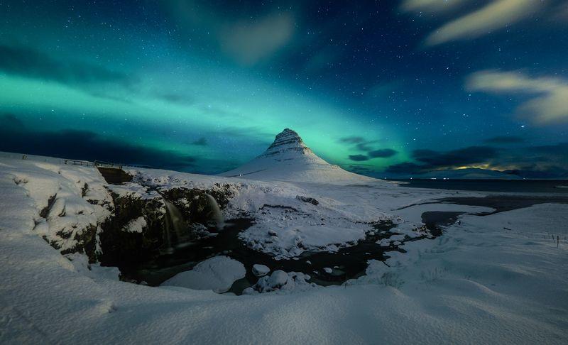 iceland, kirkjufell, aurora, nothern light, mountains, snow, waterfall Starry nightphoto preview