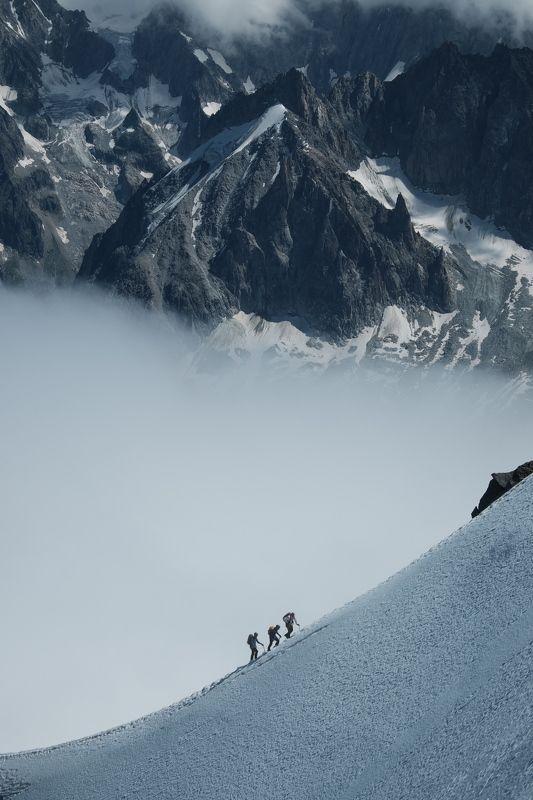 горы, альпинизм, восхождение, альпы, монблан, mountains, alpinism, mountaineering, alps, mont blanc, эгюий-дю-миди, aiguille du midi, франция, france Восхождение в Альпахphoto preview