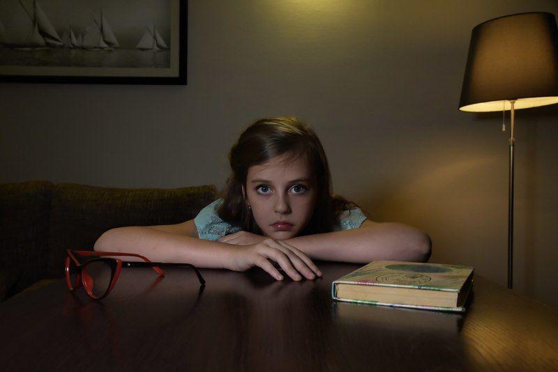 портрет, девочка, книга Убить пересмешникаphoto preview