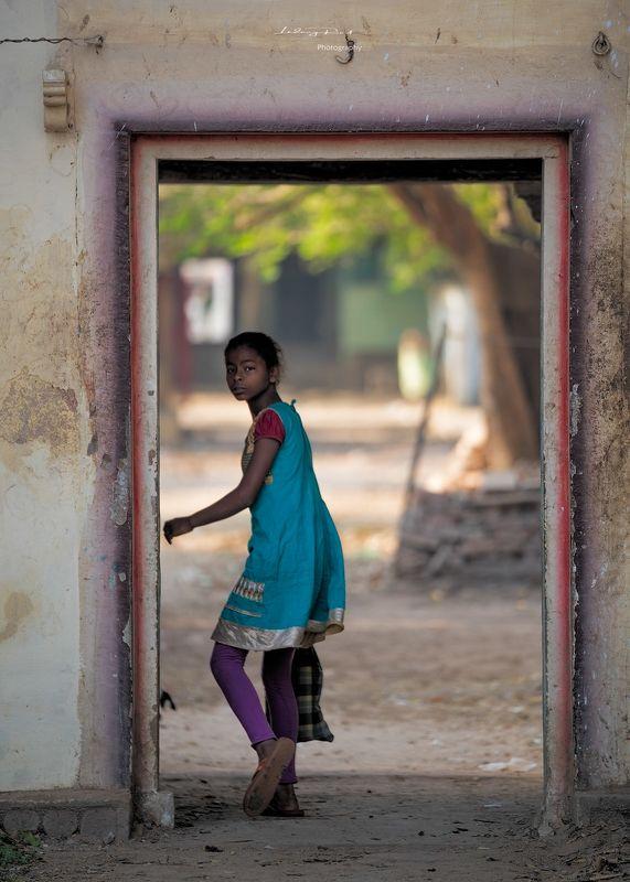 benares, blue, blue dress, blue gown, child, door, doorway, entrance, exit, girl, india, indian girl, kashi, tree, tree trunk, varanasi Entrancephoto preview
